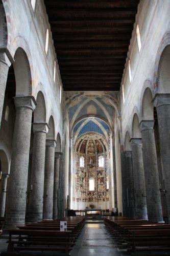 Figure 18. Sant'Abbondio de Côme (Lombardie, Italie) : vue générale de la nef vers l'est